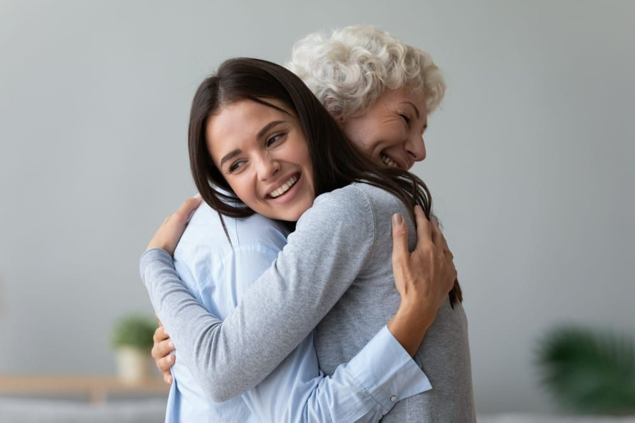 These are the rules around hugging other people - including support bubbles  and extended households | Blackpool Gazette