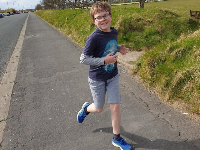 Oliver Dee is running 15k over five days