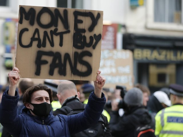 Supporters protest outside Chelsea's ground before the announcement of the wholesale English withdrawal from the European Super League