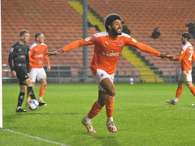 Simms scored twice as Blackpool beat Doncaster to book their place in the play-offs