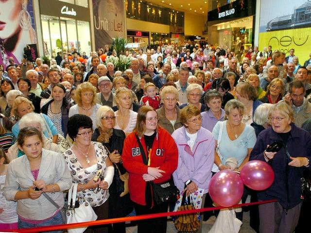 Hundreds waited for the Debenhams to open back in 2008