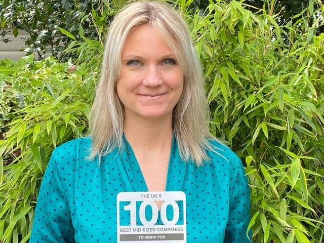 Victoria Zawistowicz with BiU's award
