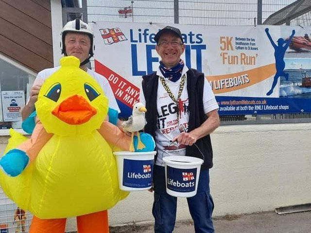 Derek Fleet (left) and Nick Wareing were among the fund-raisers for the RNLI