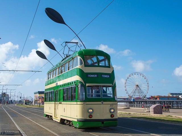 Heritage balloon tram