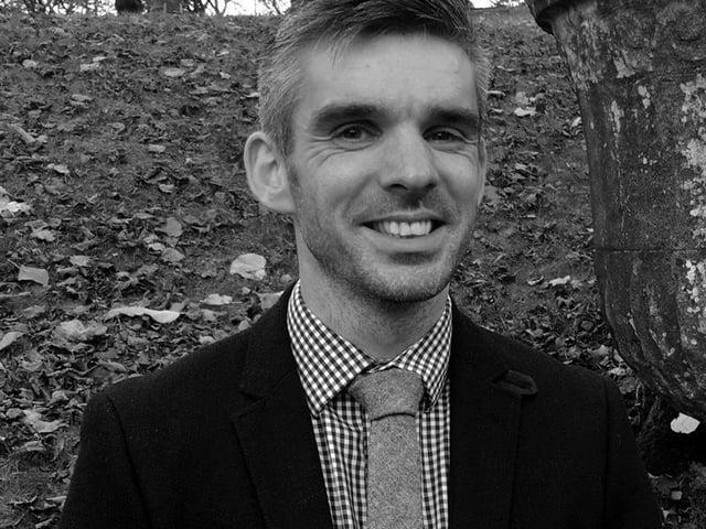 Leading book specialist Aaron Dean